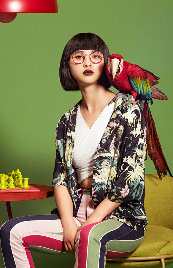 woodys-barcelona-campaign-our-jungle-eyewear-parrot